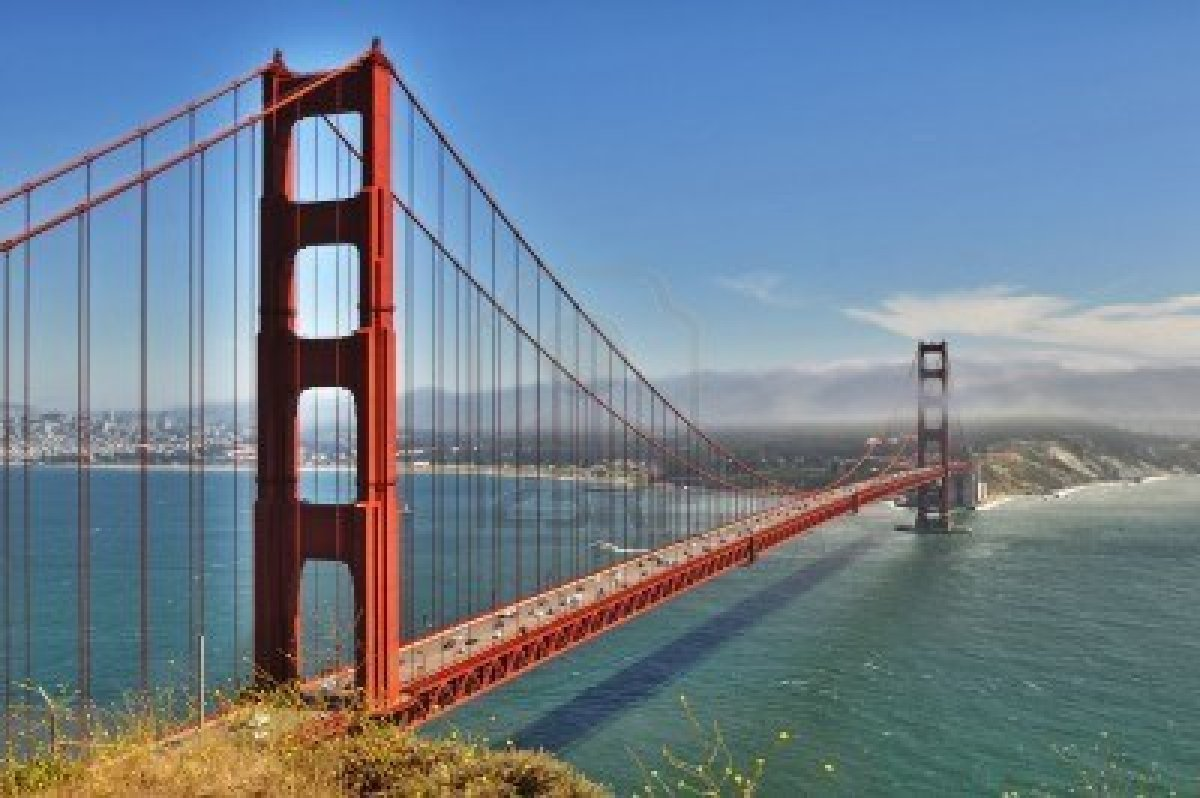8039025-golden-gate-bridge-en-san-francisco-desde-el-mirador-en-dia-soleado